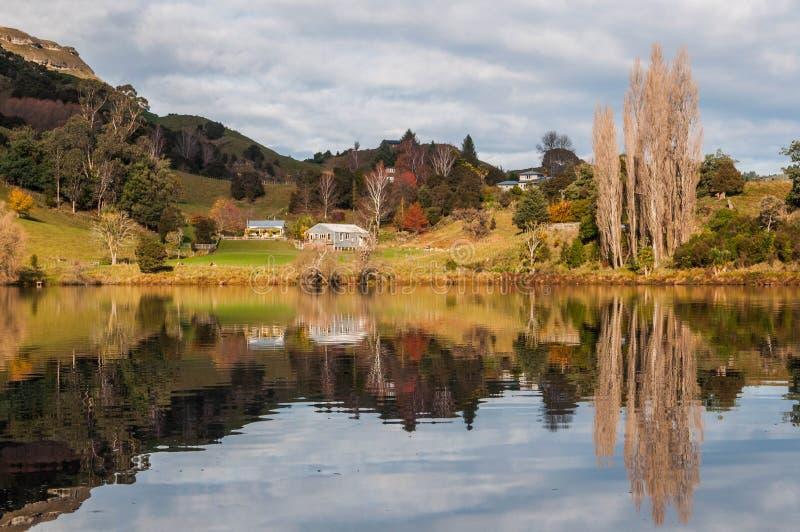 See Tutira im Herbst Hawkes Bucht Irgendwo in Neuseeland lizenzfreie stockfotografie