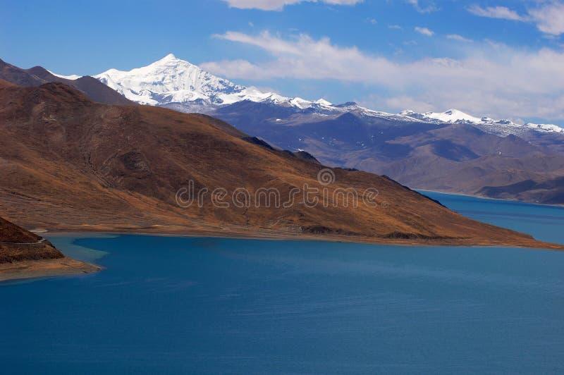 See und Berge lizenzfreies stockbild