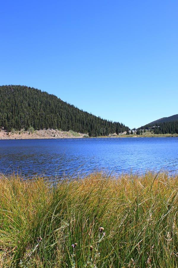 See und Berge stockfotos