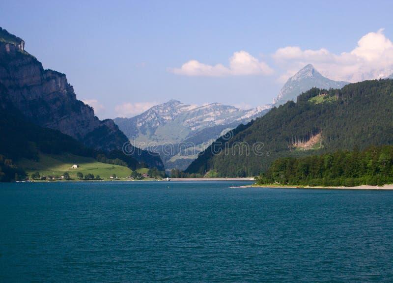 Download See und Berge stockbild. Bild von hügel, wandern, frühling - 7374059