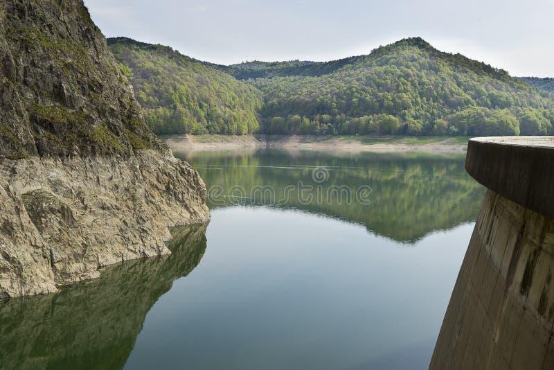 See Vidraru Rumänien lizenzfreie stockfotos