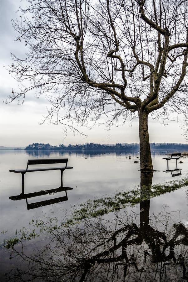See von Varese, überschwemmend in Gavirate lizenzfreie stockfotos