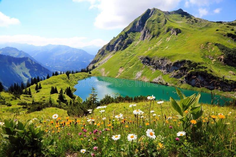Seealpsee μια λίμνη υψηλών βουνών στις βαυαρικές Άλπεις, Γερμανία, ΕΕ στοκ εικόνες