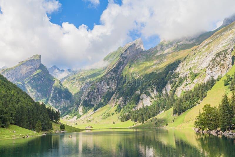 Seealpsee (sjö) och den Alpstein massiven royaltyfria bilder