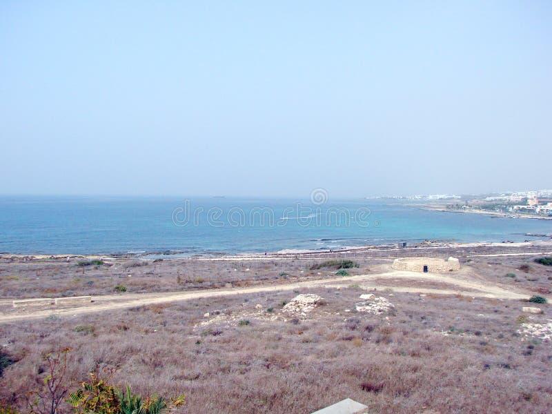 Seeansichten der zypriotischen Küste nahe der Stadt von Paphos lizenzfreie stockbilder