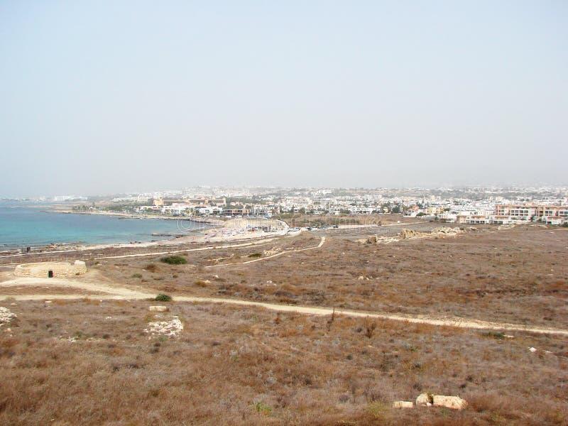 Seeansichten der zypriotischen Küste nahe der Stadt von Paphos stockbilder
