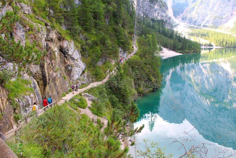 Seeblick Braies, Dolomit, Italien stockfotografie