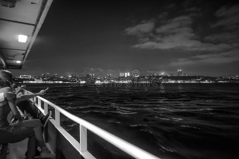 Seeboot Europa und Asien Istanbuls Bosphorus lizenzfreie stockfotografie