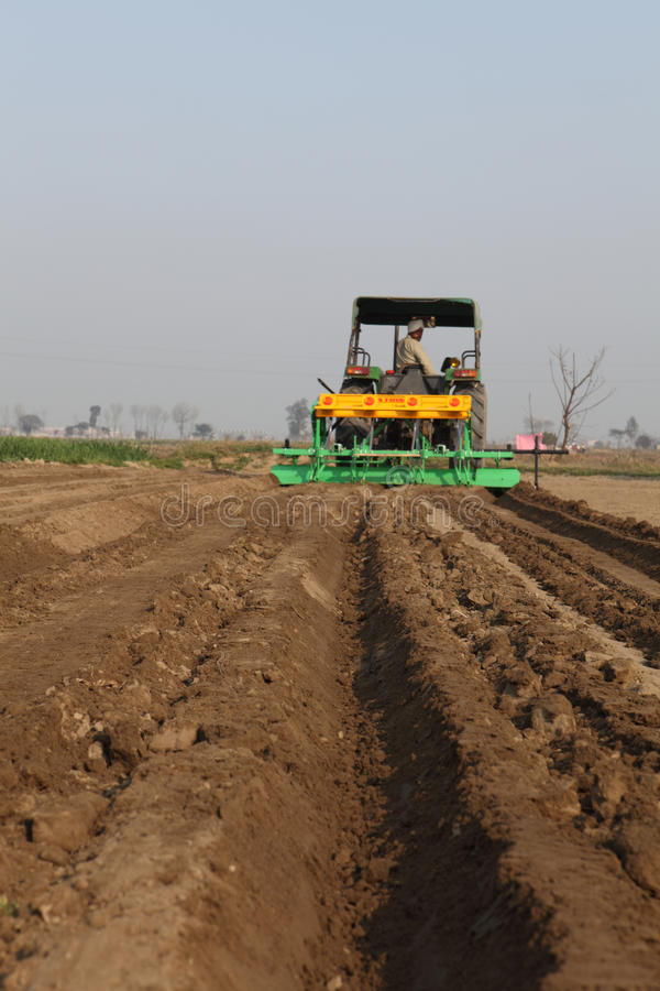 SEED DRILL AGRICULTURAL MACHINE. ITS IS AGRICUTURAL MACHINE USED FOR SOWING SEED IN THE FIELD FOR CULTIVATION stock image