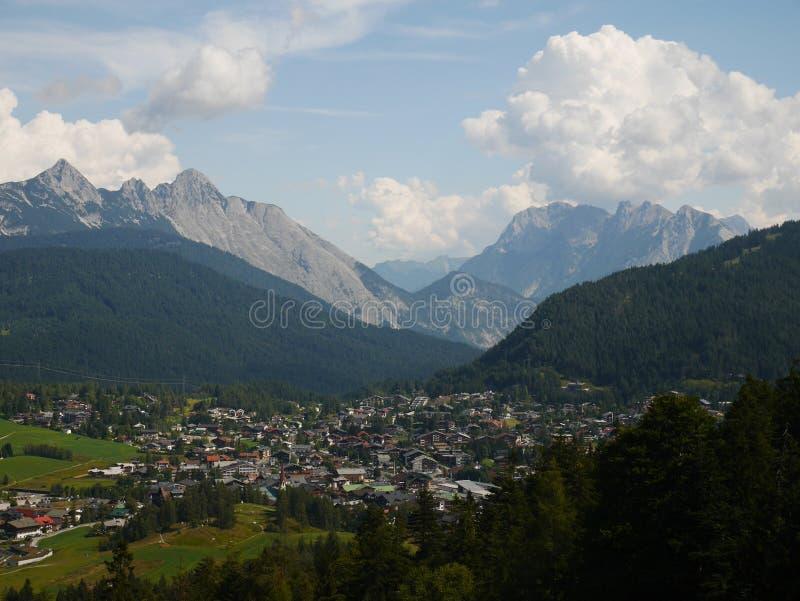Seefeld in Tirol Oostenrijk in de Zomer stock afbeeldingen