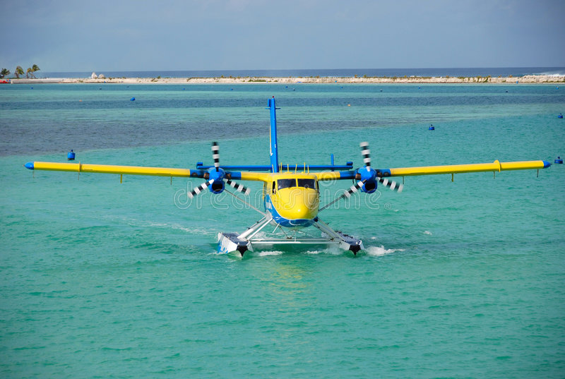 Seeflugzeug auf einem Wasser, Maldives stockbilder