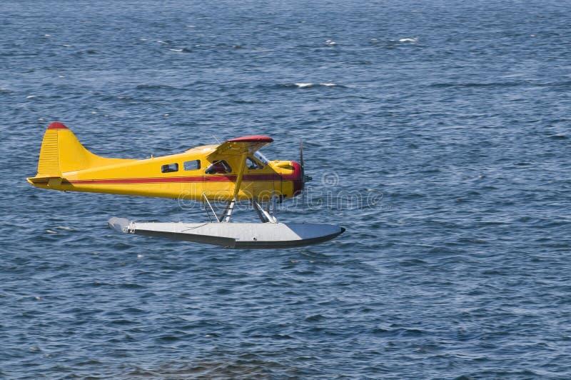 Seeflugzeug, das hereinkommt zu landen stockfoto