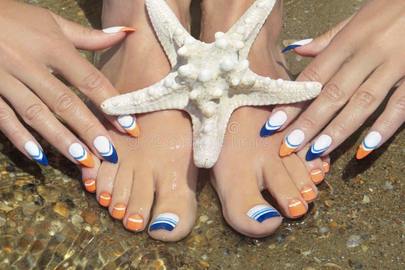 Seefranzösische Maniküre und -Pediküre mit einem Starfish stockbilder