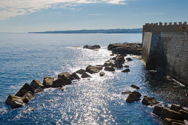 Seefront bei Ortigia, Siracusa stockbilder