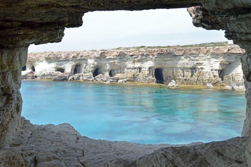 Seehöhle lizenzfreies stockfoto