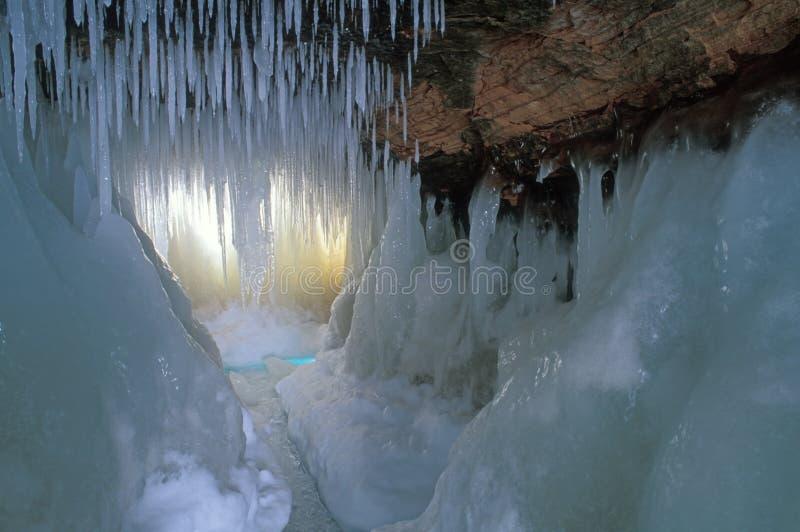 Seehöhle-Apostel-Inseln stockfotografie