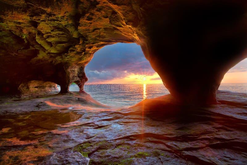 Seehöhlen auf Oberem See lizenzfreies stockbild