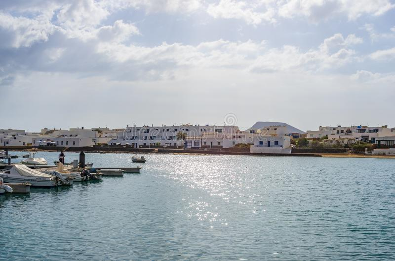 Seehafen von Caleta de Sebo in La Graciosa-Insel stockfotografie