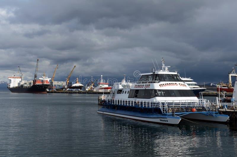 Seehafen von Ushuaia - die südlichste Stadt in der Welt lizenzfreie stockbilder
