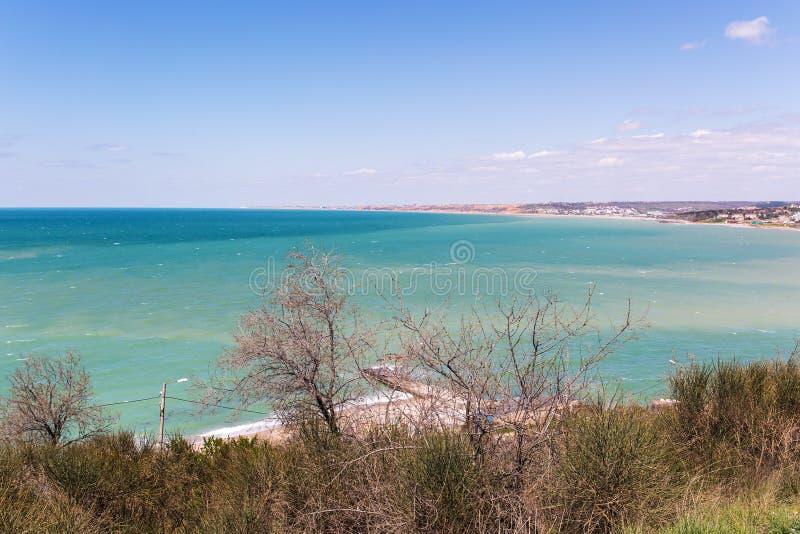 Seeküste im Frühjahr lizenzfreie stockfotos
