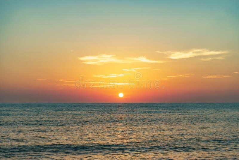Seelandschaft, Sonnenuntergang-Hintergrund lizenzfreie stockbilder