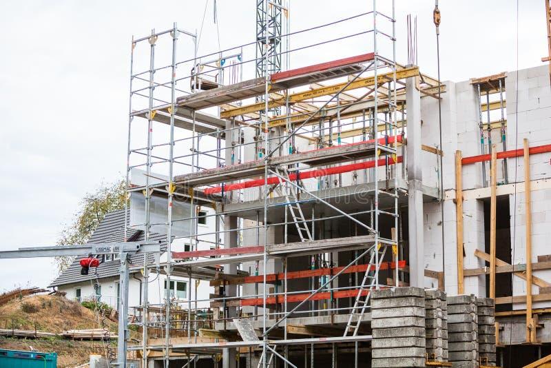 Seelbach, Baden-Wuerttemberg, BW/Alemanha - 31 de outubro de 2018: O progresso está sendo feito pelos trabalhadores da construção foto de stock royalty free