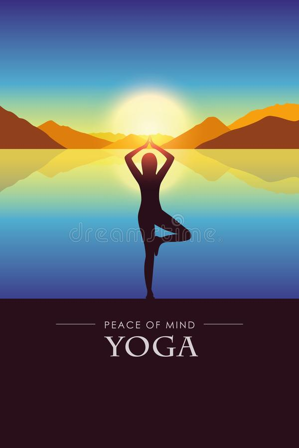 Seelenfriedenfrau macht Yogaschattenbild durch den See mit Herbstberglandschaft bei Sonnenuntergang lizenzfreie abbildung