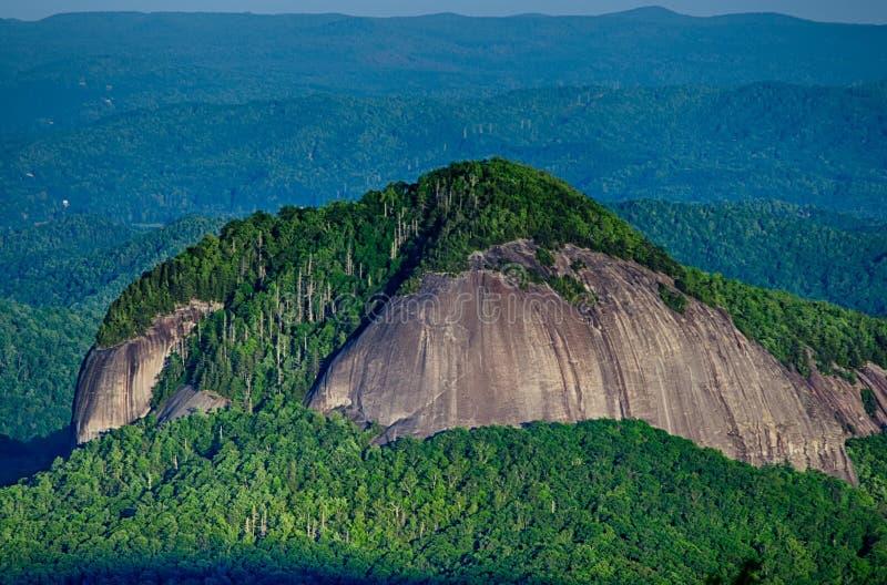 Seende exponeringsglas vaggar berget i North Carolina arkivbild