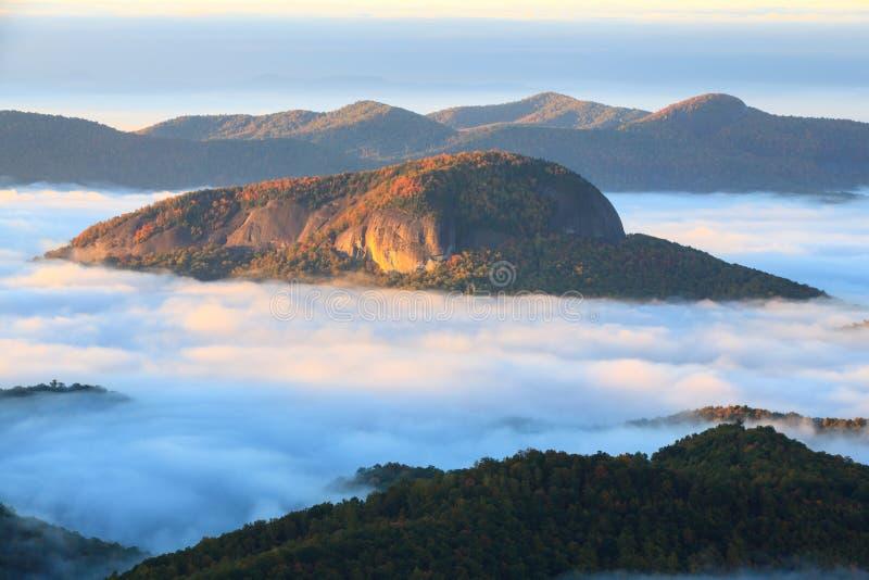 Seende exponeringsglas vaggar den Great Smoky Mountains TN NC hösten fotografering för bildbyråer