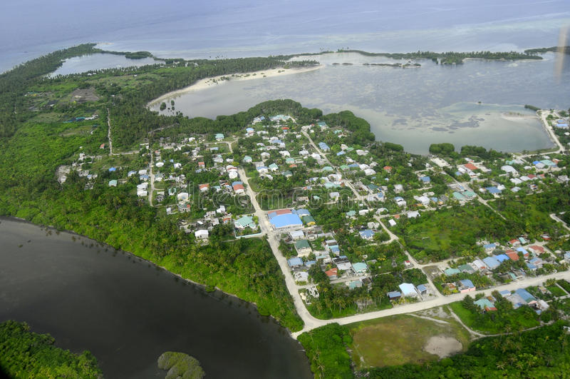 Seenu Hithadhoo Water湖连接了到盐海洋在马尔代夫 库存图片
