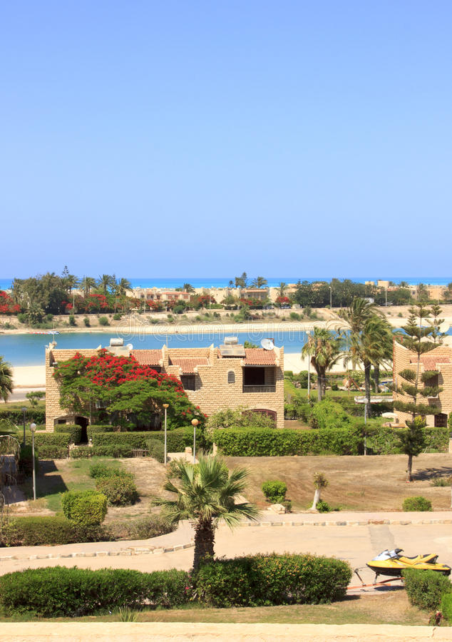 Seestrand und Häuser, Ägypten stockbilder