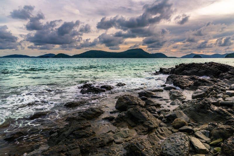 Seesturm mit der Wolke stürmisch und Himmel lizenzfreies stockfoto