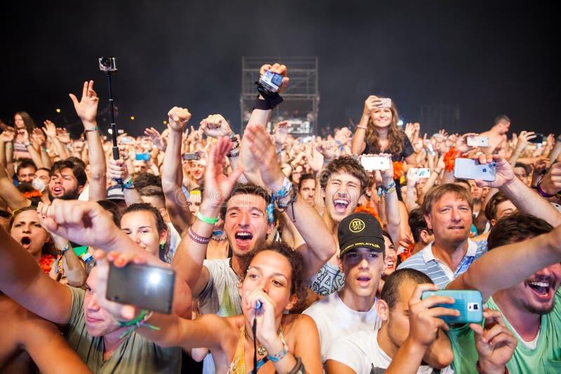 Seetanz-Festival - Menge auf Hauptphase lizenzfreie stockfotografie