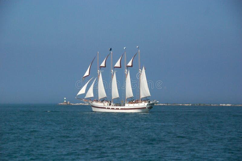 Segel-Boot auf Michigansee stockbilder