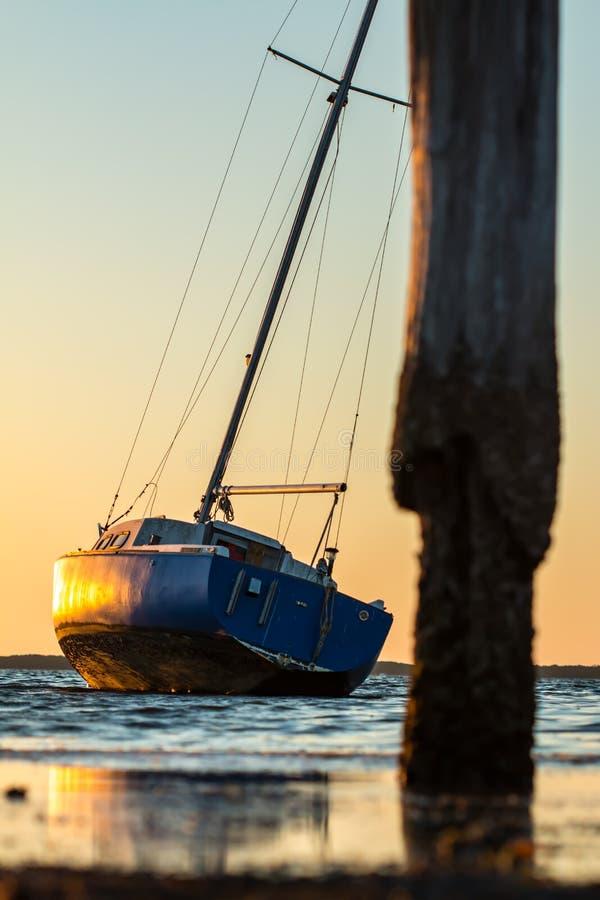 Download Segel-Boot Am Sonnenuntergang Stockbild - Bild von sonnenuntergang, ozean: 96933319