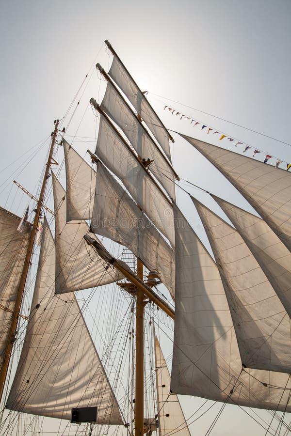 Segel eines alten Segelschiffs stockbild