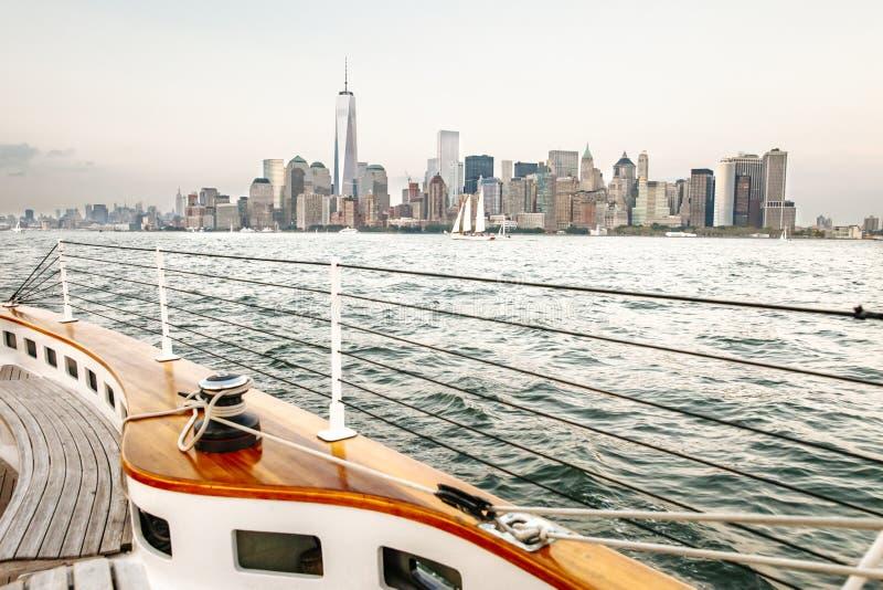 Segelbåt på floden Hudson - Manhattan royaltyfri fotografi