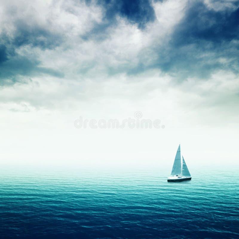 Segelbåt på havet royaltyfria foton