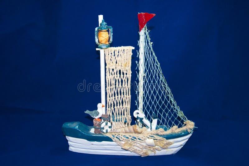 Segelbåt på vit arkivbild