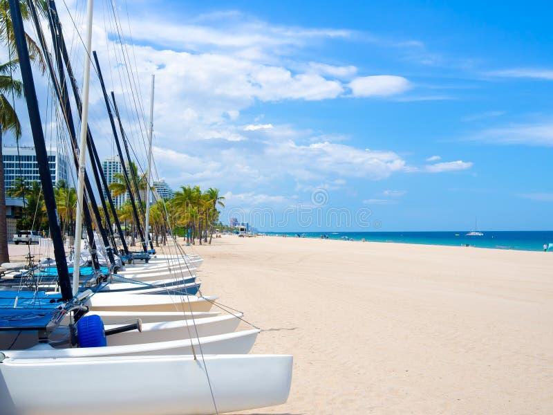 Segelbåtar för hyra på Fort Lauderdale sätter på land i Florida royaltyfri bild