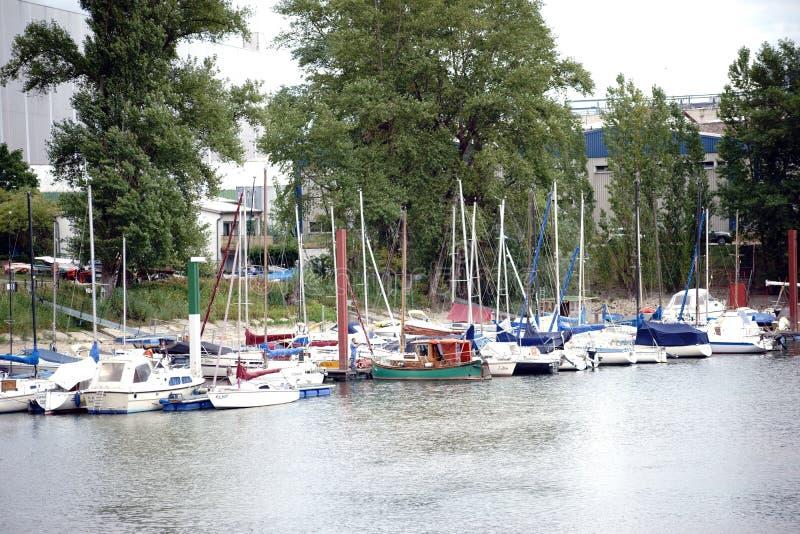 Segelbåthamnen i Mainz royaltyfri foto