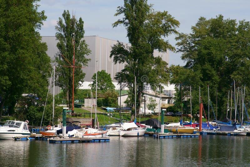Segelbåtport på Rhen royaltyfri foto