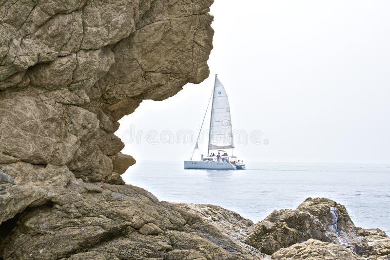 Download Segelboot stockbild. Bild von sonnenschein, boot, frühling - 47100101