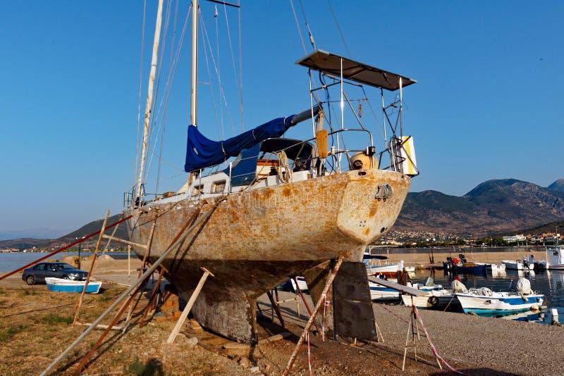 Segelboot-Wartung stockfotografie