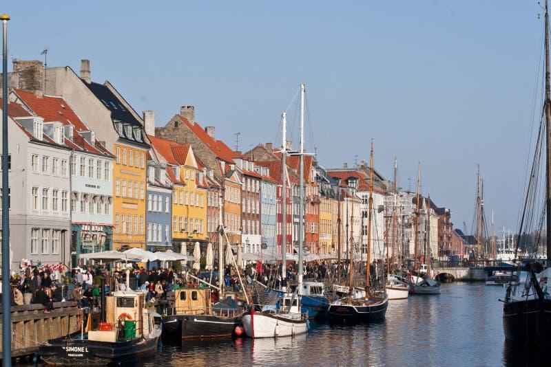 Segelboote angekoppelt in Kopenhagen Dänemark stockbilder