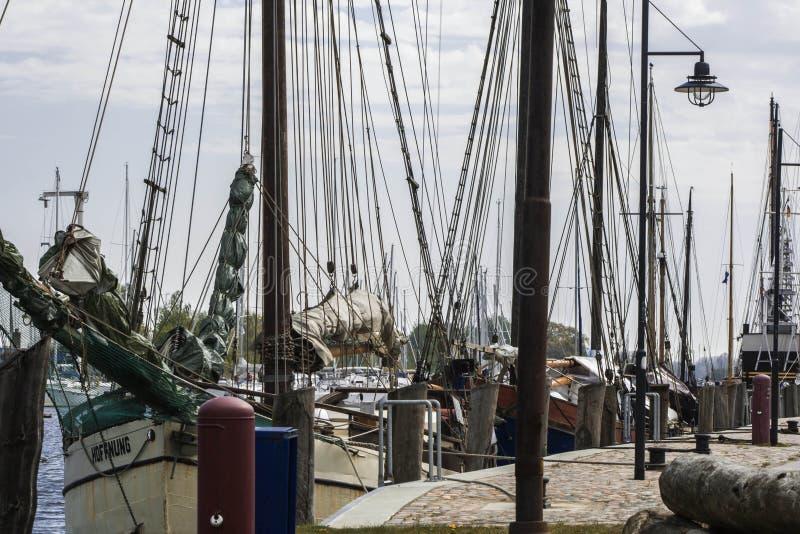 Segelboote im Hafen stockfotografie