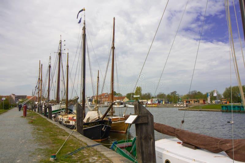 Segelboote im Hafen stockbilder