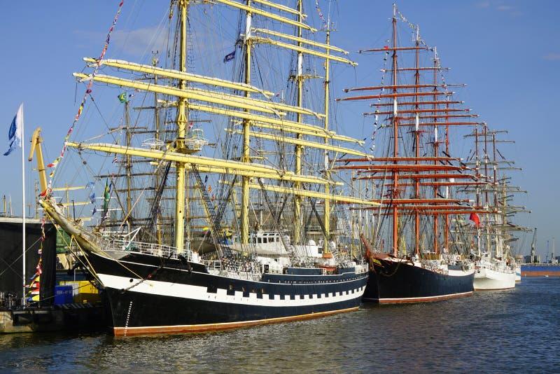 Segelboote im Klaipeda-Hafen lizenzfreies stockbild