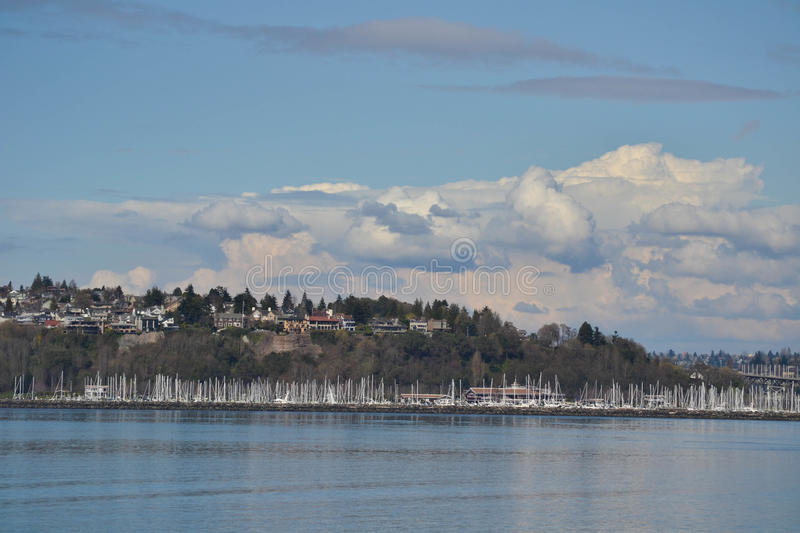 Segelboote koppelten in Puget Sound, Seattle, Washington an lizenzfreies stockfoto