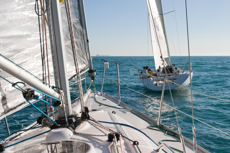 Segelbootrennen lizenzfreies stockfoto